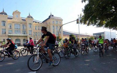 La Pedalada Popular pels carrers de Lleida aplega mil participants